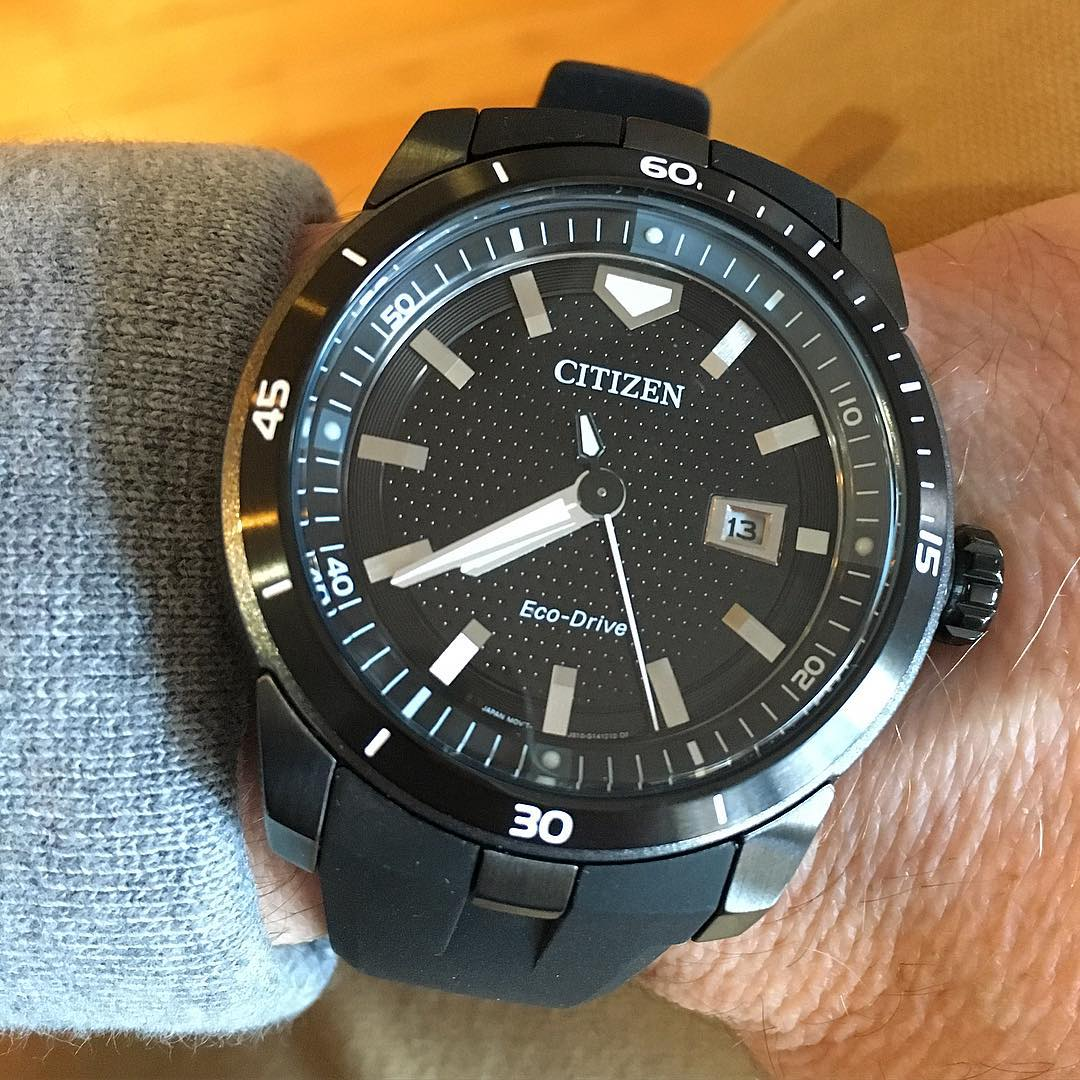 Another view of our @citizenwatchus Echosphere sport watch. All the style and rugged build of a #diverwatch without the bells and whistles. Clean, simple, and smart lines make it a great everyday watch that tells people you still like to get out and explore. Even if it's only a hike to the coffee shop. #menswatch #timepiece #watch #ecodrive