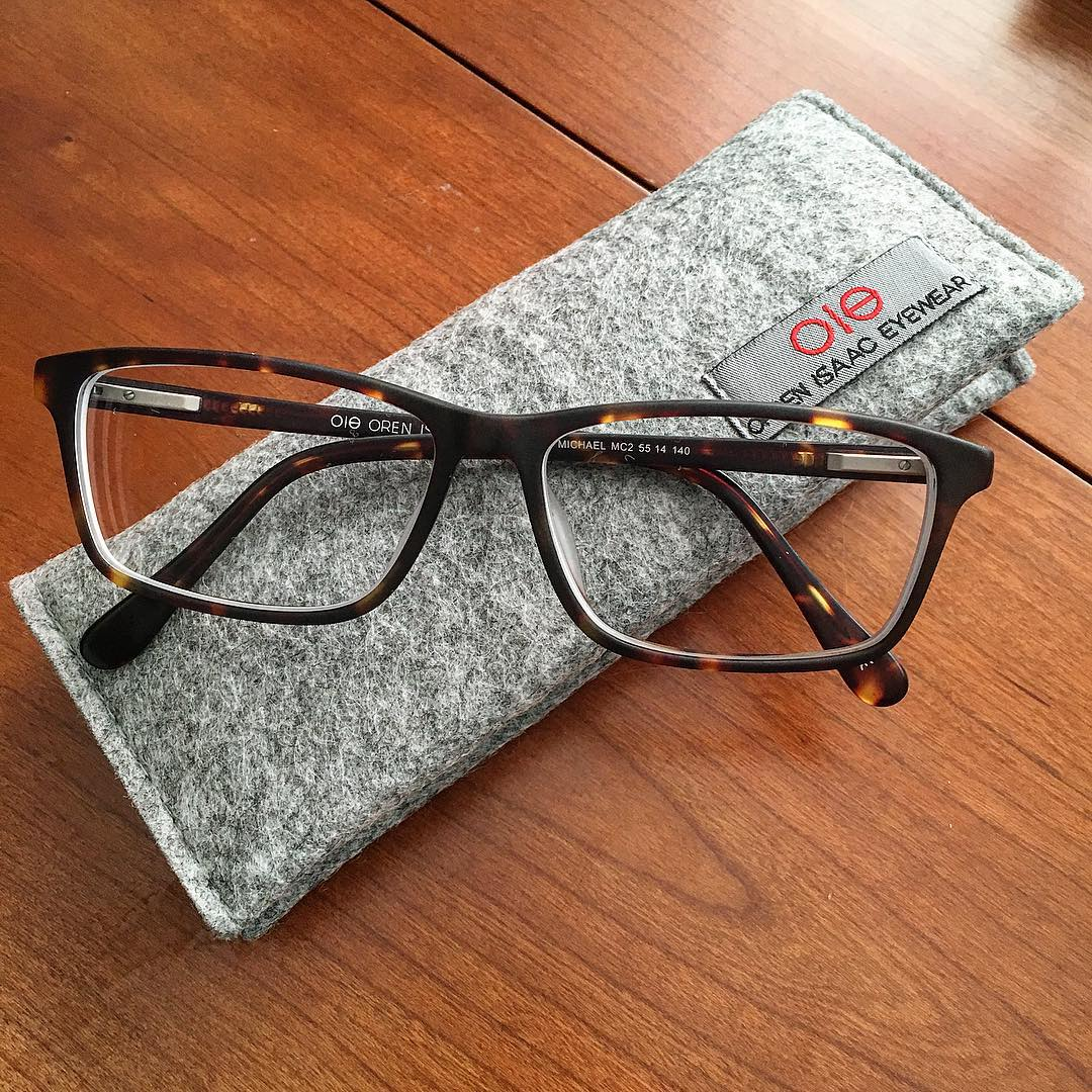 Checking out our new @oieyewear eyeglasses. First impressions: really well-made, high quality frames, great hinges. Prescription is right on target, and they fit quite well right out of the case. Speaking of which, they come with a truly cool and functional fold-over felt case and cleaning cloth. Look for our review soon on OTC. #orrinisaac #nothingbutnet #greatjob