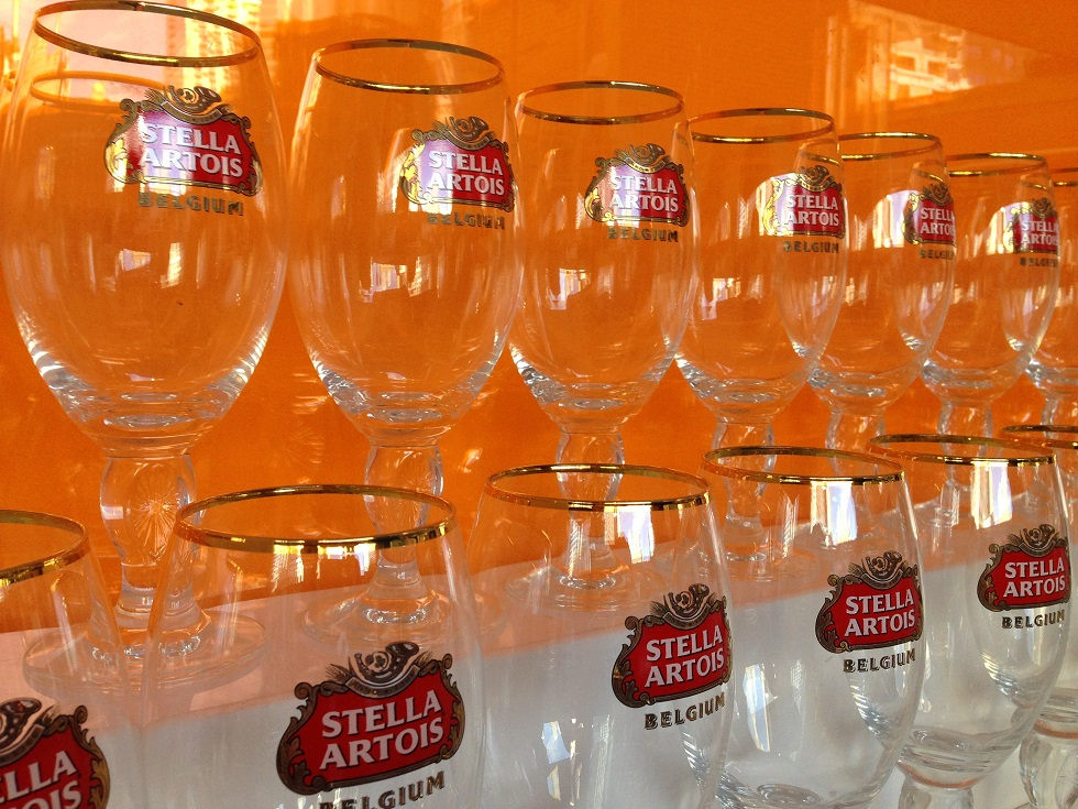 Stella Glasses Stella Cidre Throws a Party